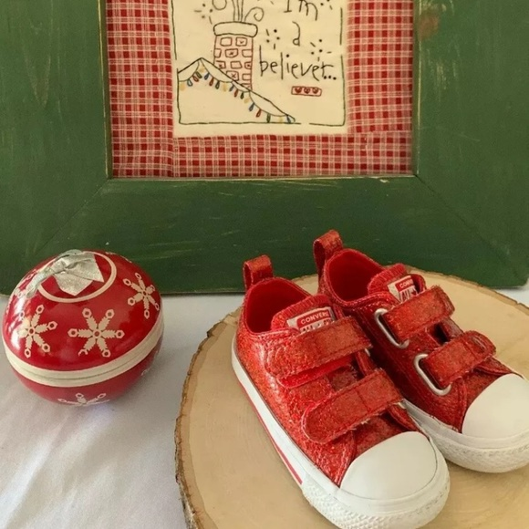 Converse Other - Converse size 6 Toddler Holiday